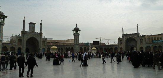 Mausoleo di Fatima el Masuma: Weiterer Innenhof