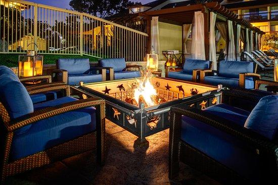 Hilton Garden Inn Monterey: Poolside Firepit