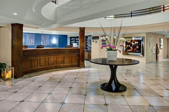 Hilton Garden Inn Monterey: Lobby Area