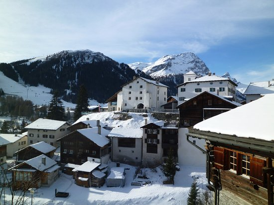 Splugen, สวิตเซอร์แลนด์: oben links = Alte Herberge Weiss Kreuz