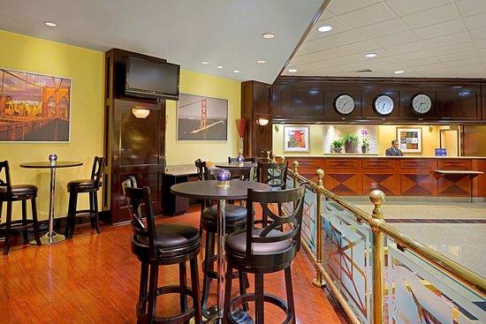 Englewood, NJ: Breakfast Area