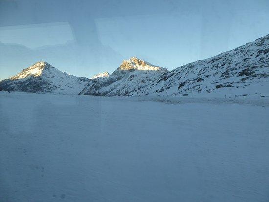 Bernina Pass: Vue du train au coucher du soleil