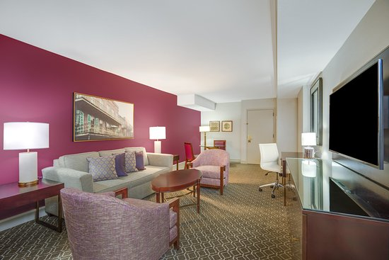Crowne Plaza Hotel Astor-New Orleans: Renovated Suite Parlor room