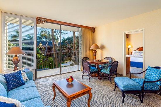 Catamaran Resort Hotel and Spa: Garden View Suite Living Room