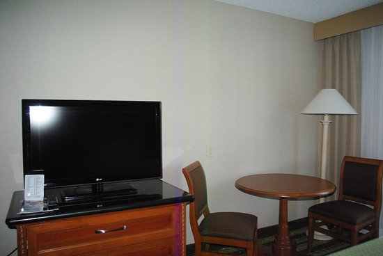 Holiday Inn Buena Park Hotel & Conference  Center: Spacious room with workspace and HD Flatscreen TV