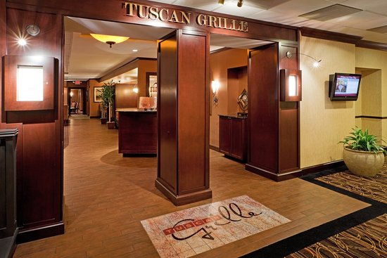 Crowne Plaza Tysons Corner: The Tuscan Grille