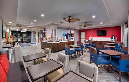 Hampton Inn Naples I-75 : Breakfast Seating