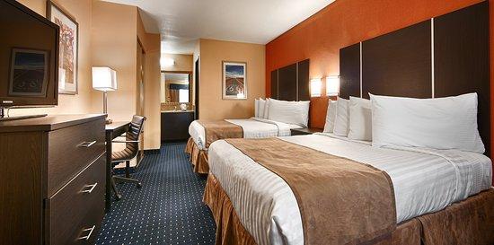 Best Western Desert Villa Inn: Spacious Deluxe Queen Room