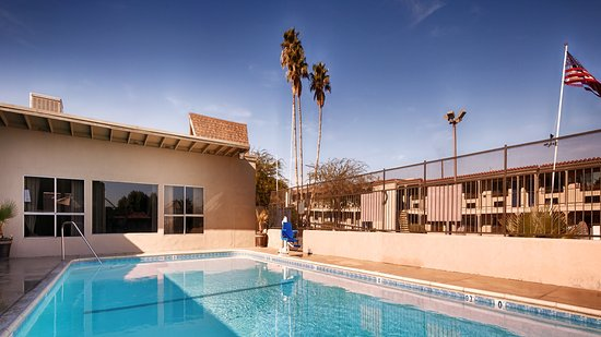 Best Western Plus Desert Villa Inn: Large Outdoor Pool