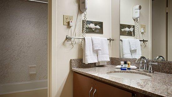 Sedalia, MO : Guest Bathroom