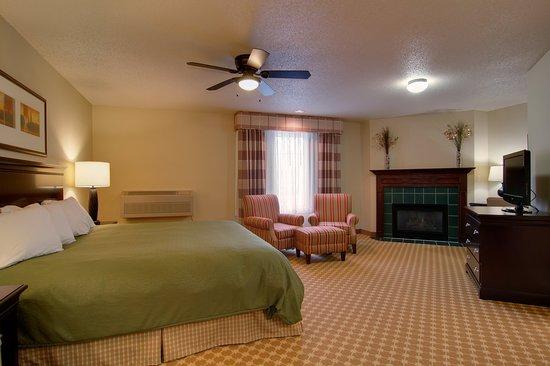 Chanhassen, MN: Fireplace Suite