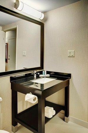 Σίδνεϊ, Καναδάς: New Modern Bathroom