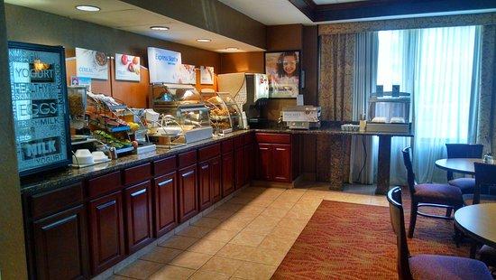 Woonsocket, RI: Breakfast Bar