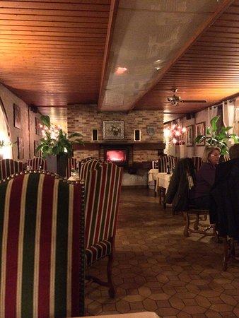 Logis Hostellerie des Ducs: Salle de restaurant