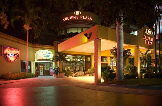 Crowne Plaza Fort Myers at Bell Tower Shops: Hotel Exterior