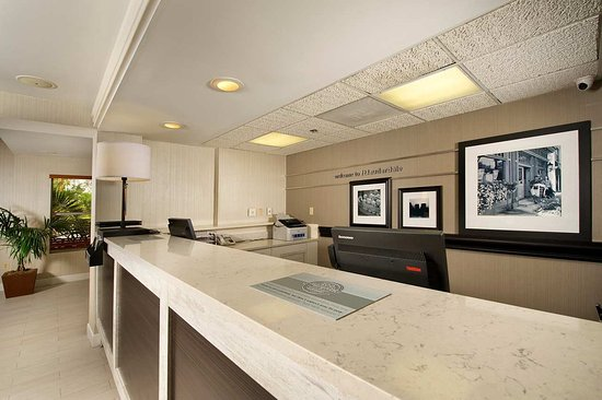 Hampton Inn & Suites Ft. Lauderdale Airport/South Cruise Port: Check-In
