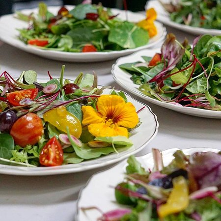 STaR, aka Six Tables a Restaurant: Fresh, Organic, Locally sourced ingredients - only the best!