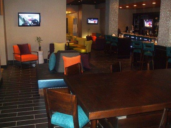 كراون بلازا أوكلاهوما سيتي: Bar and Lounge