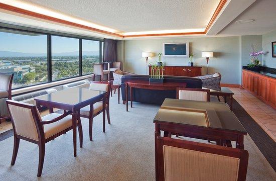 Milpitas, CA: Club Floor Lounge