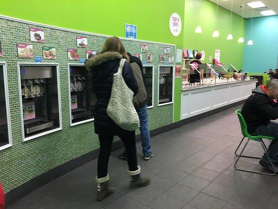 Sweet Frog Cicero - ice cream dispensers