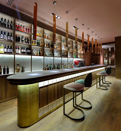 Xanthi, Hellas: A chic, retro bar in a warm, cozy environment.