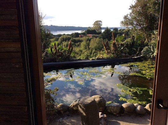 Arrebol Patagonia Hotel: La baie en fond de la vue