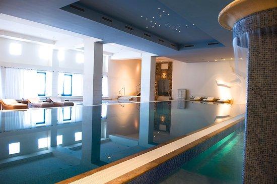 Hotel Excelsior Dubrovnik: Indoor pool opening to the beach platform