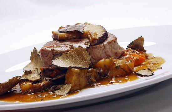 Truffle hunting and truffle restaurant and wine tasting in Tenuta Torciano winery