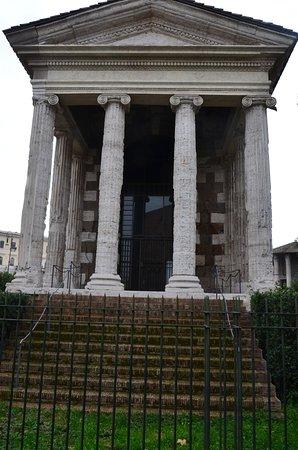 Tempio di Portuno: Il fronte del tempio
