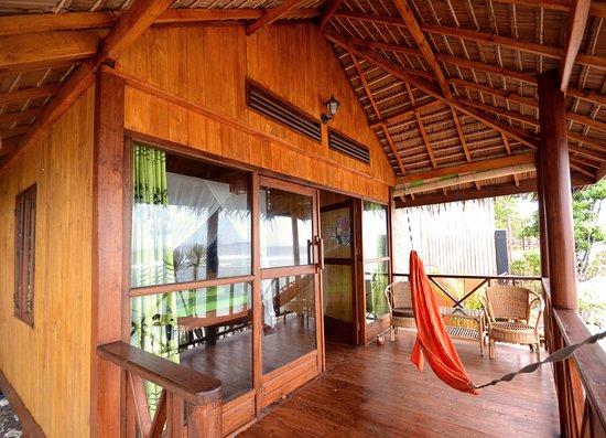 Grosser Balkon Mit Hangematte Picture Of Nini S Beach Bungalows