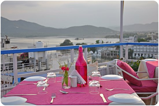 Sun & Moon Rooftop Restaurant: Beautiful View of lake
