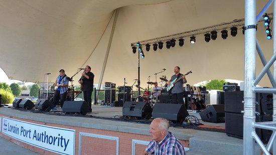 "ลอเรน, โอไฮโอ: Journey tribute Band ""ESCAPE"" at the Lorain Port Authority ""Rocking on THe River"" event."