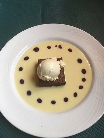 Brumath, France : Brouwnie tiède glace vanille