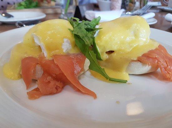 La Belle Bistro & Bakery: Eggs Benedict with Salmon