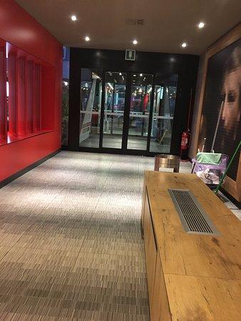 Ibis Milano Centro: Entrance