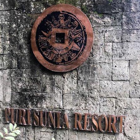 Puri Sunia Resort: entree