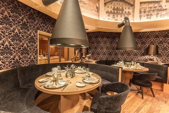 Edelweiss & Gurgl a la carte Restaurant: Fonduespezialitäten werden im eigens umgebauten Wintergarten serviert
