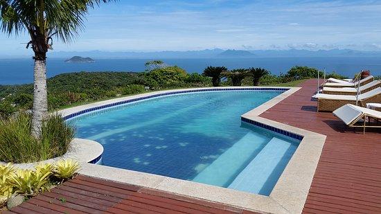 Pousada Porta do Ceu: Deck da piscina com visual incrível!