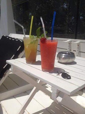 Semeli Hotel: Pool side cocktails..amazing