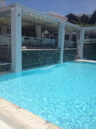Semeli Hotel: Breakfast/bar area above pool