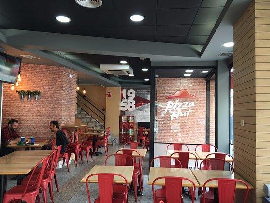 Pizza hut fuenlabrada fotos n mero de tel fono y - Restaurantes pizza hut ...