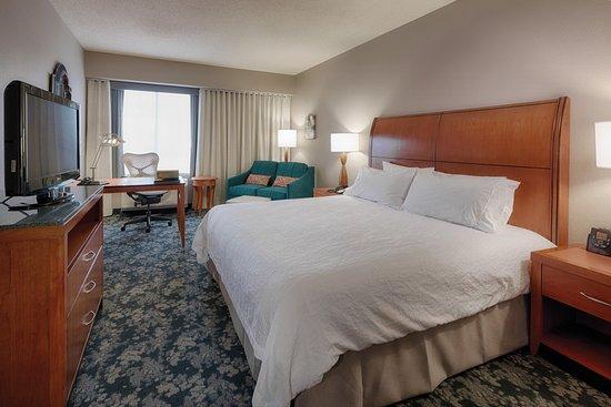 Twinsburg, Ohio: King Bed