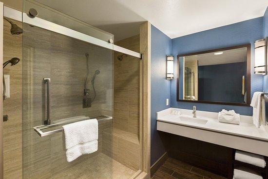 Hilton Garden Inn Houston NW/Willowbrook: Deluxe Suite Vanity