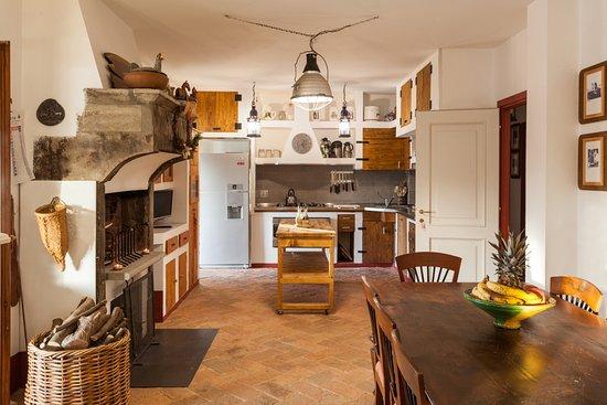 Cucina con Camino - Picture of Agriturismo Voltarina, Bracciano ...