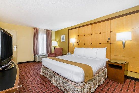 Baymont Inn & Suites Pensacola Photo