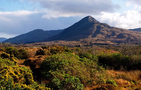 Clifden Station House: Lovely Views of Connemara National Park, great walking routes located near to the hotel