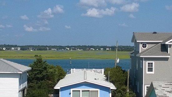 Sandpeddler Inn & Suites : Waterway/Marsh view from walkway
