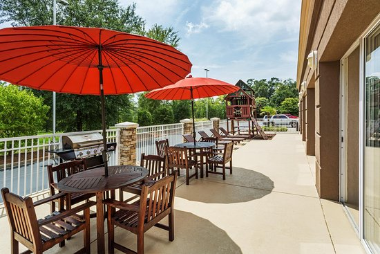 Clinton, SC: Patio with Playground