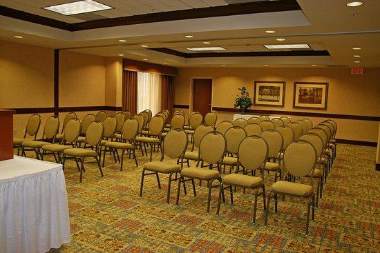 McHenry, IL: Hilton Room Theatre Style