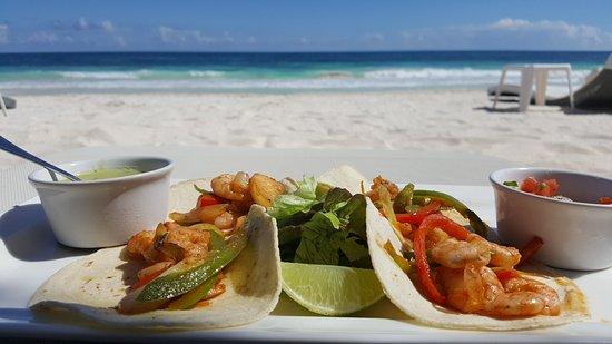 Villa Las Estrellas: seafood tacos